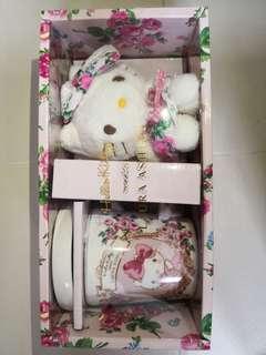 全新Hello Kitty 杯連蓋及公仔禮盒禮物