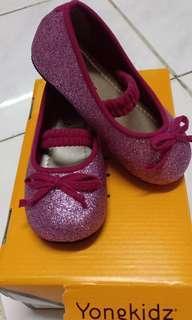Sepatu pink anak