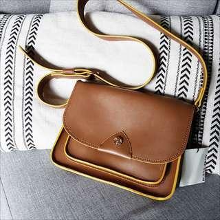 ANNE KLEIN Messenger Bag in Camel & Mustard
