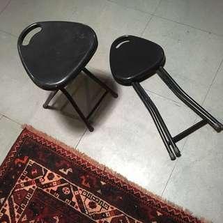 Black folding Chairs x5