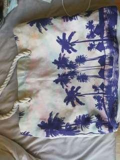 Beach bag big with flaws