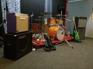 Dminor jamming studio