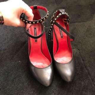 🚚 Stellaluna 黑色铆釘高跟鞋