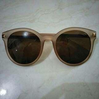 kacamata hitam no brand