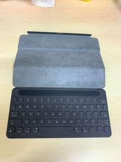 Apple keyboard for iPad Pro 9.7 inch in good condition.