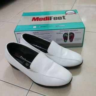 MediFeet White Shoes MF039-1