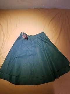 E:zzential green dress (M size)