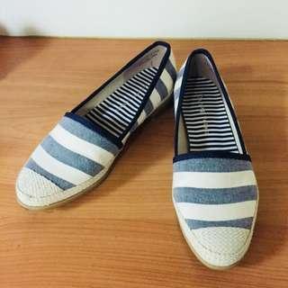 🚚 達芙妮氣質海軍風鞋