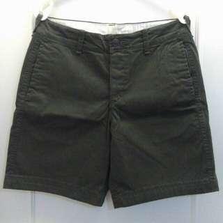 🚚 Abercrombie & Fitch 深軍綠短褲 W31