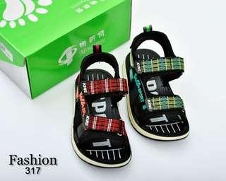 Sandal Anak Mingxinte 317##  Semi Premium Bahan : Rubber (WITH BOX) Warna : Red, Green Berat : 0,3kg  Insole :  26 - 18cm 27 - 18,5cm 28 - 19cm 29 - 19,5cm 30 - 20cm 31 - 20,5cm  Rp 180.000