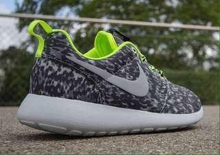 FREE SHIPPING Nike Roshe Run Camo Print