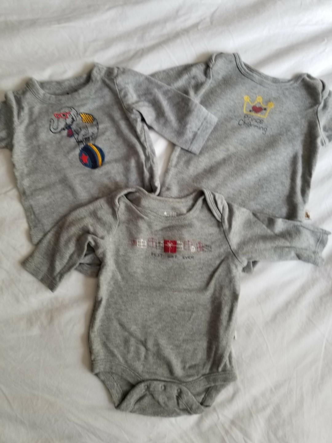 Baby Gap best gift ever long sleeved onesies perfect for fall. New condition. All Sized 0-3 mths. Take all for $11 or $5 each. Purchased new for $39. Porch pick up beaches at main and kingston $11 or yorkville $12.