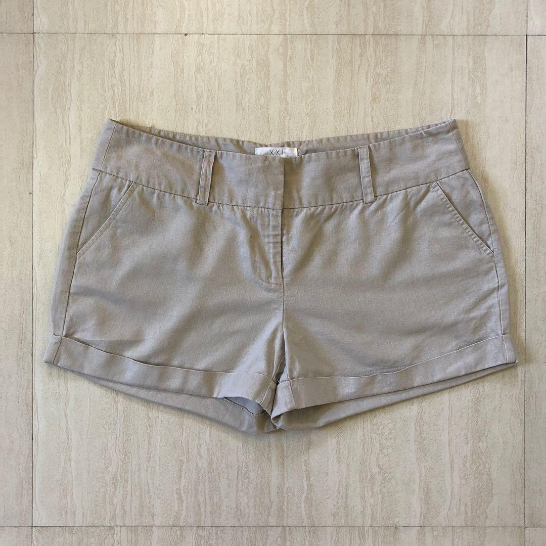 157ef5e278 BNWT Forever 21 Khaki Shorts, Women's Fashion, Clothes, Pants, Jeans ...