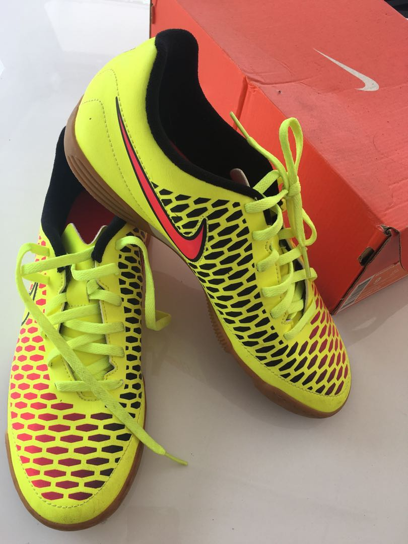 check out b7b60 0de76 Futsal Shoes, Men s Fashion, Footwear, Others on Carousell