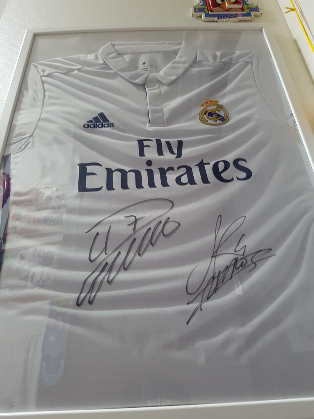 the latest 83435 e7dcf Real Madrid Jersey with ronaldo and sergio ramos signature ...