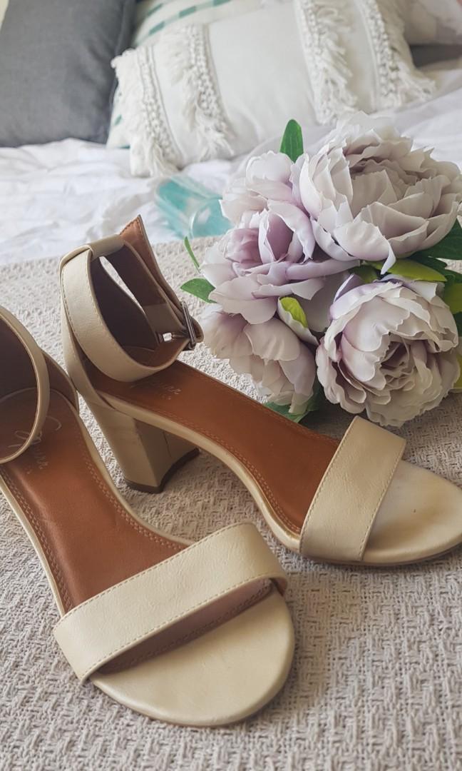 Spurr cream block heels straps strappy comfy formal clubbing elegant size 7