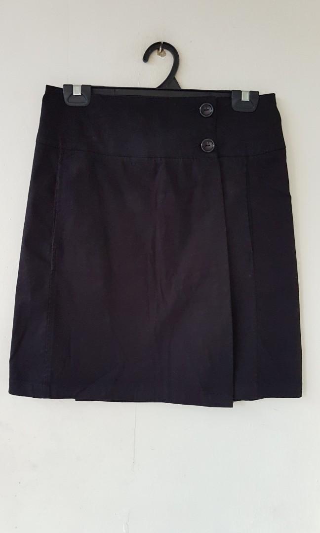 f3b351d954 Zara Basic black wrap skirt