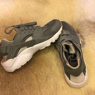 Nike Hirache Gray Shoes