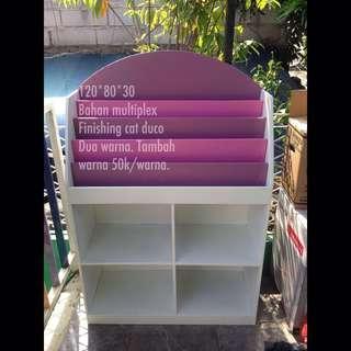 Rak buku anak warna warni