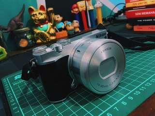 (SOLD OUT) Nikon 1 J5 Fullset Pemakaian Rumahan (Banyak Bonusnya!)