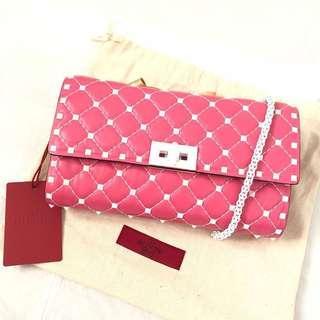 🚚 正全新valentino GARAVANI spike桃紅色 斜背包 鏈包 卯釘包側背包 可放長夾 內有卡夾也可當WOC范倫鐵諾