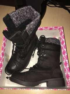 Roxy Black Suede Combat Boots size 6.5