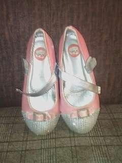 close shoes