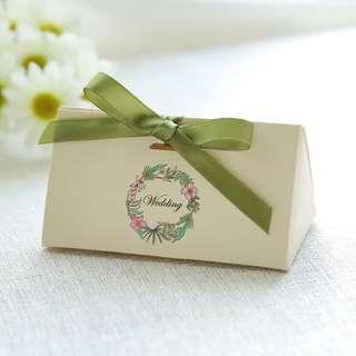 PO Triangle Green Wreath Wedding Favor Candy Box