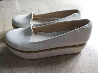 Sepatu slop