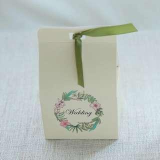 PO Green Wreath Standing Paper Bag Box
