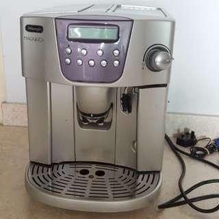 Delonghi magnifica coffee machine