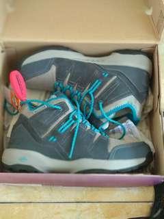 Sepatu gunung Skechers gowalk outdoor