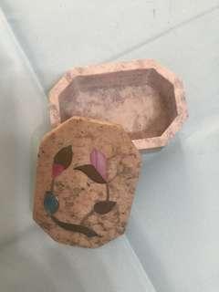 鑲花手飾石盒