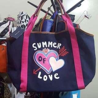 Buy Tommy Hilfiger tote bag  get 1 preloved bag free!!