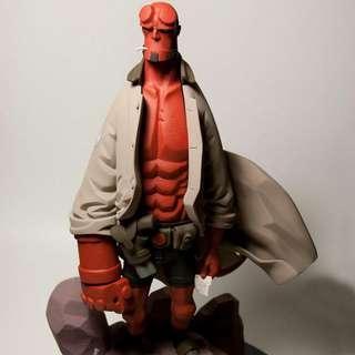 Fariboles HellBoy statue