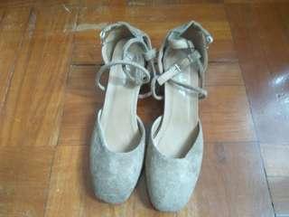 兩吋高絨面淺啡色女神鞋