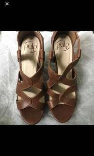 Hannah's Brown wedges size 7