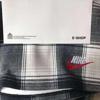 SIZE L Supreme Nike plaid sweatshort black