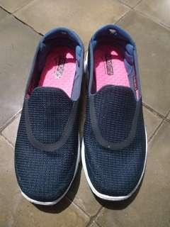 Skechers slip on