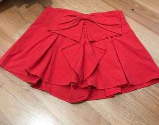 Red bow detailed shorts