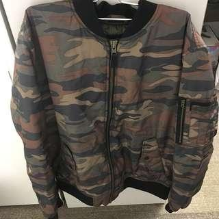 AMERICAN EAGLE OUTFITTERS男裝迷彩夾綿軍褸