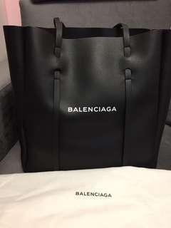 Balenciaga everyday totebag M size