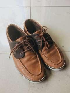 Sneakers Coklat Pull&Bear - Brown Boat Shoes