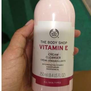 THE BODY SHOP CREAM CLEANSER 250ML
