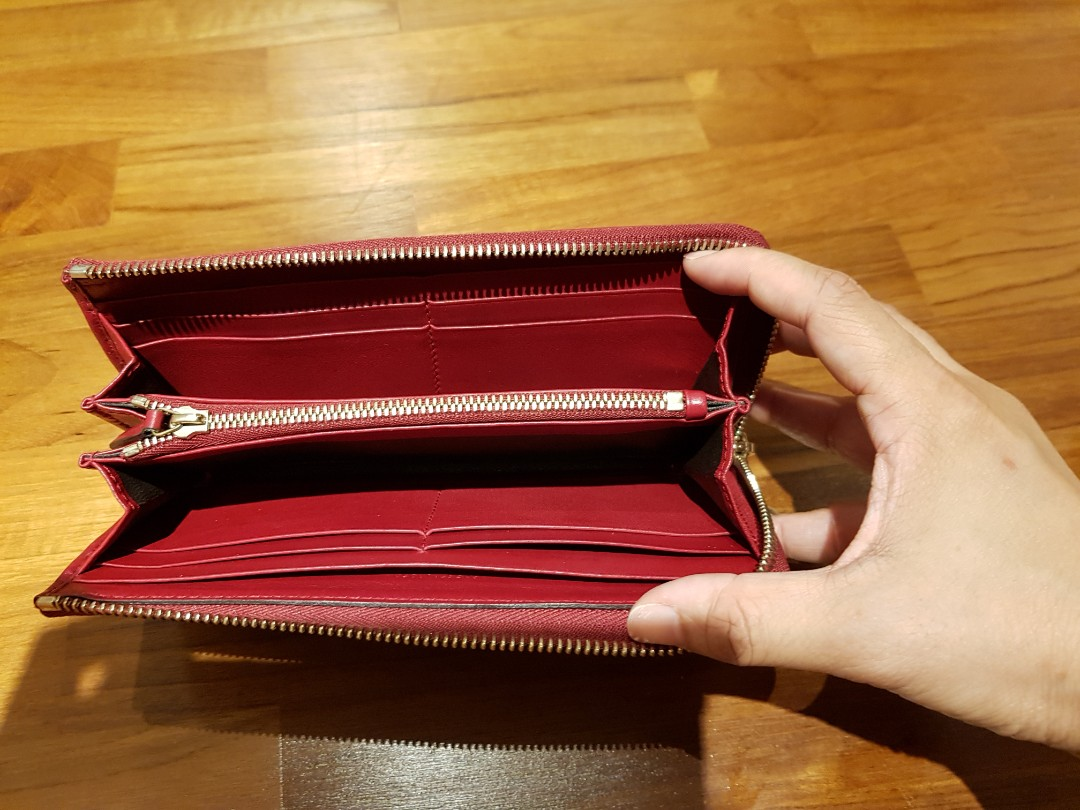 c4c5ad94693b56 Authentic Gucci wallet, Luxury, Bags & Wallets, Wallets on Carousell