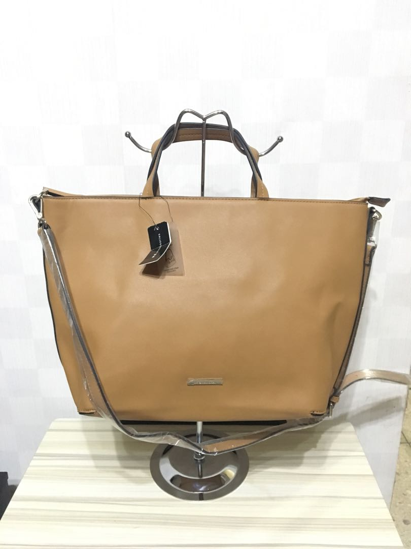 940d5184c5d Brandnew 2 way Bag - Large, Women s Fashion, Bags   Wallets on Carousell