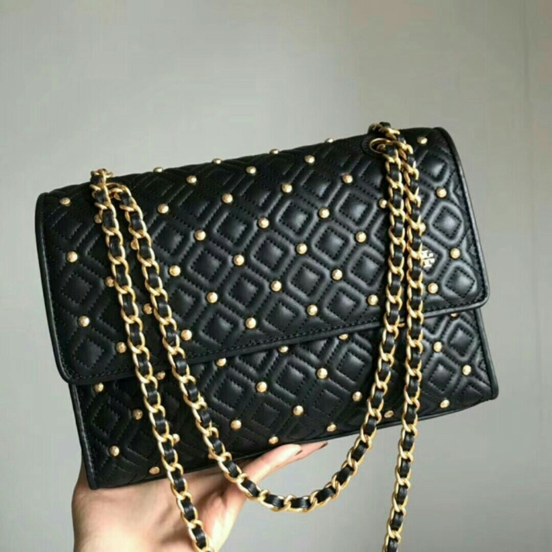 Tory Burch sling bag, Luxury, Bags   Wallets, Sling Bags on Carousell ed0d18a57b