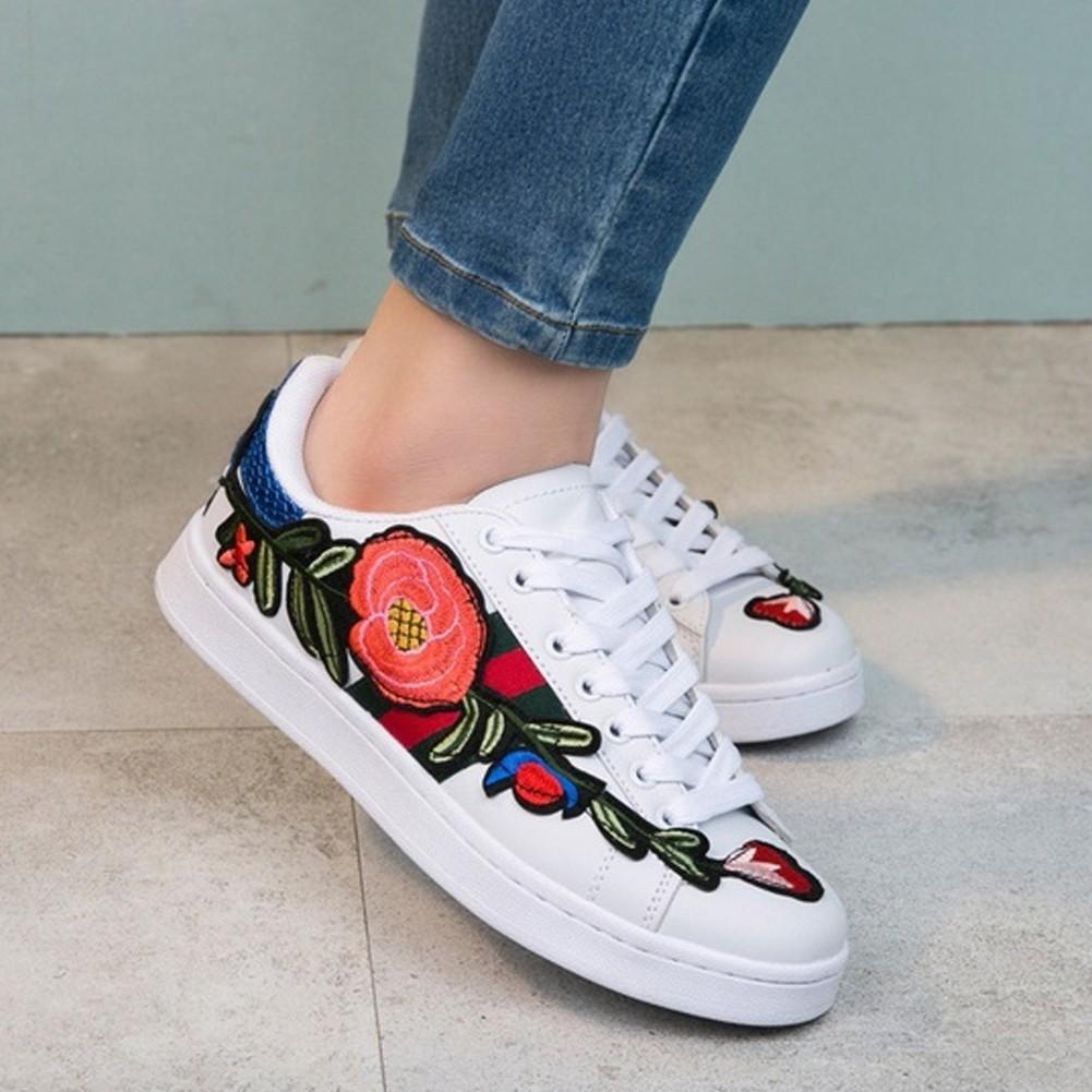 4941eee994af Walking Running Flat Heels Women Men Embroidered Flower Round Toe ...