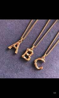 🚚 英文字母A 金黃色鎖骨項鍊