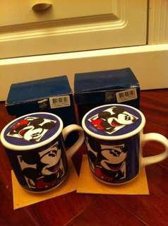 「出售物品」兩隻米奇老鼠有杯蓋杯  「物品狀態」100% New 「金額HKD」50 「備註」港鐵坑口交收